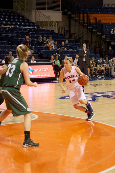 Women's basketball stopped by Army, rebounds against Loyola (Md.)