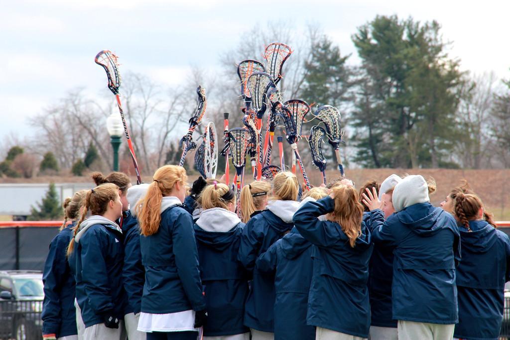 Women's Lacrosse Celebrates 8-7 Senior Day Victory against Holy Cross
