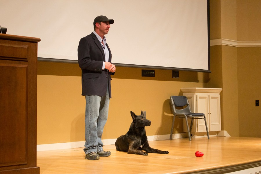 Navy+SEAL+and+dog+inspire+audience