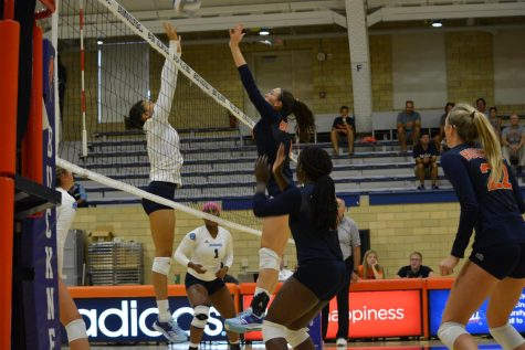 Women's volleyball logs first undefeated start since '99