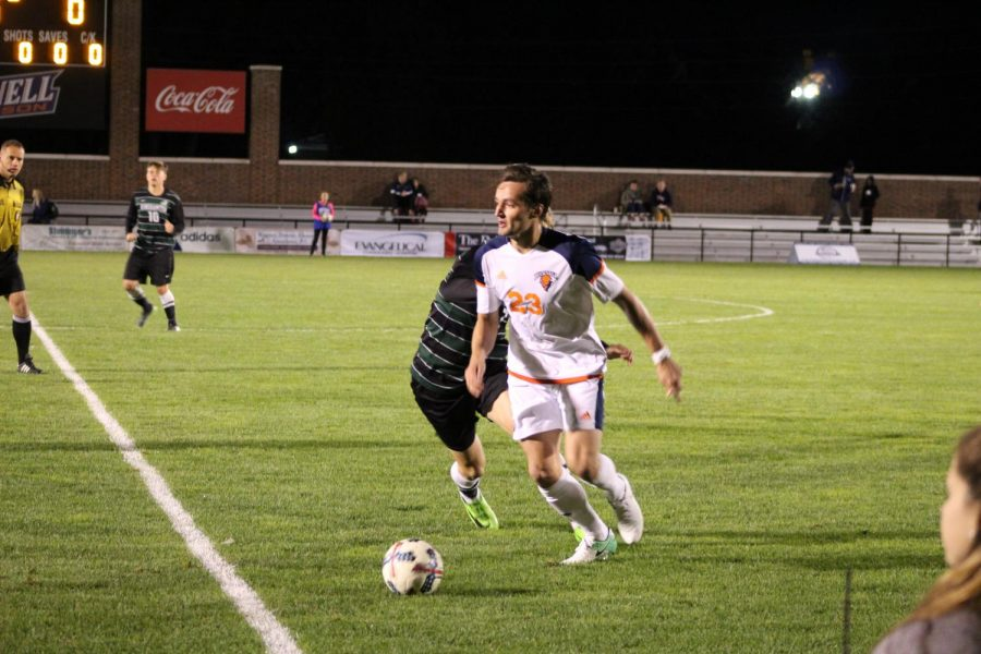 Men's soccer drops two in a row 2-1