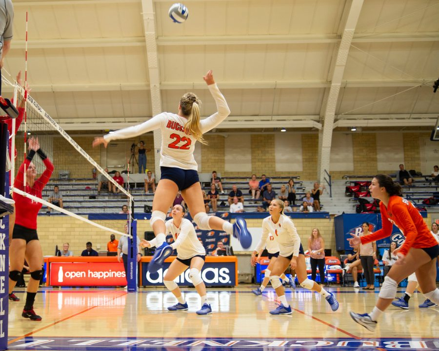 Volleyball+starts+season+on+a+positive+note