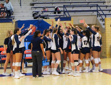 Volleyball completes undefeated weekend