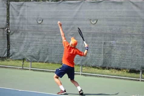 Men's tennis breaks losing streak with 5-2 victory, Bybel breaks record