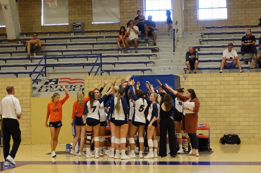 Volleyball begins PL play with 1-1 start