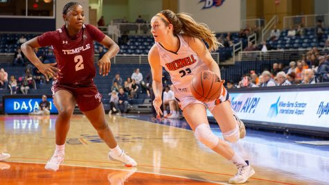 Women's basketball records back to back wins