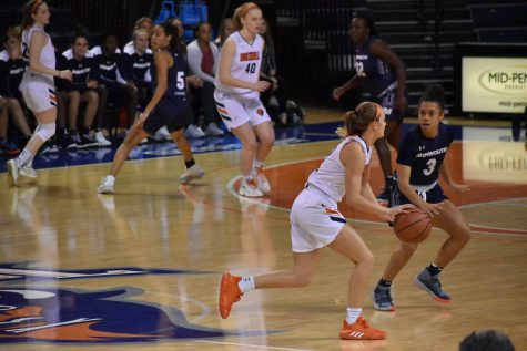 Women's basketball breaks winning streak