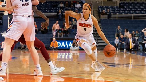 Walker leads women's basketball to fifth straight win
